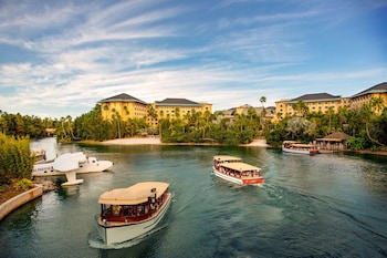 Hotel - Universal's Loews Royal Pacific Resort