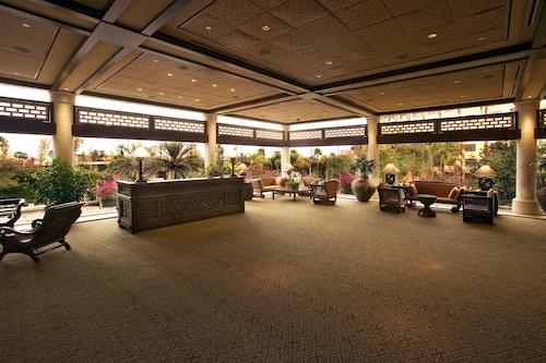 Universal's Loews Royal Pacific Resort image 2