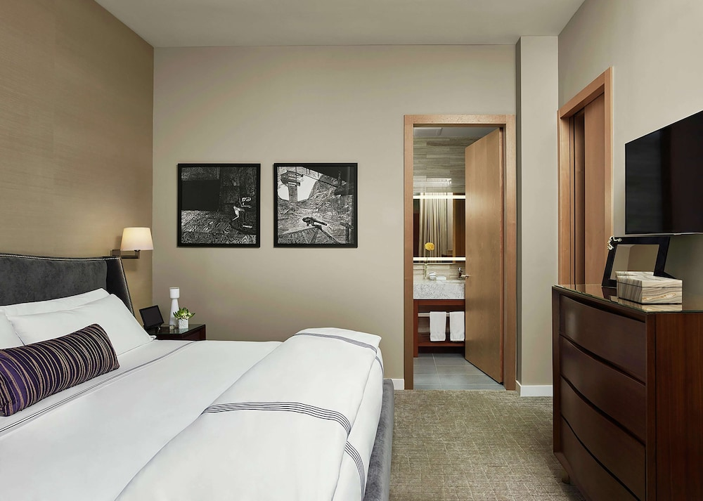 Studio, 1 King Bed, Accessible, City View (Hearing, Bathtub)