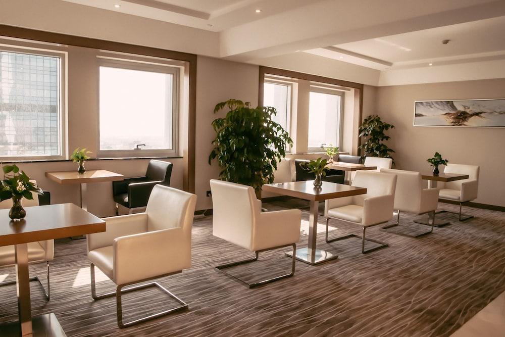 라마다 플라자 푸동(Ramada Plaza Pudong) Hotel Image 24 - Executive Lounge
