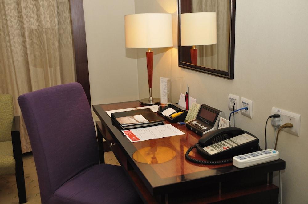 라마다 플라자 푸동(Ramada Plaza Pudong) Hotel Image 6 - Guestroom