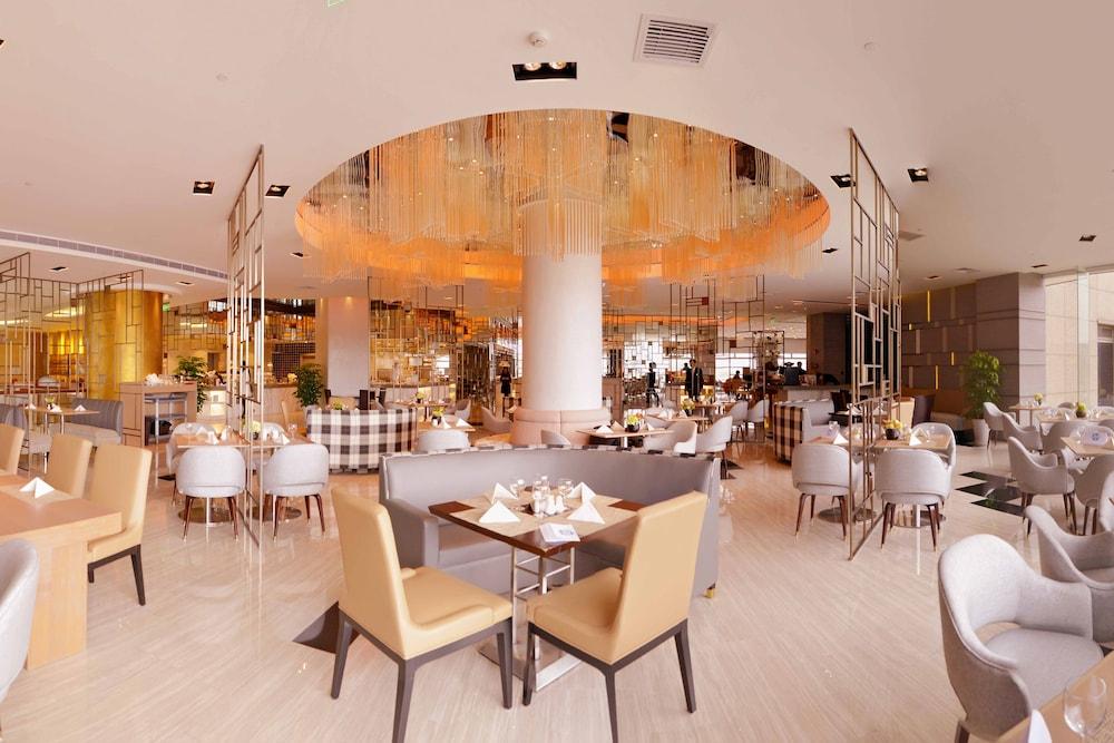 라마다 플라자 푸동(Ramada Plaza Pudong) Hotel Image 22 - Hotel Bar