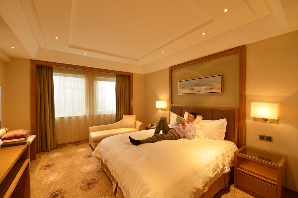 라마다 플라자 푸동(Ramada Plaza Pudong) Hotel Image 9 - Guestroom
