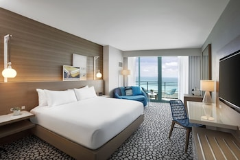 Room, 1 King Bed, Balcony, Partial Ocean View