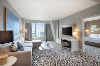 Suite, 1 King Bed (Diplomat Suite, Intracoastal View)