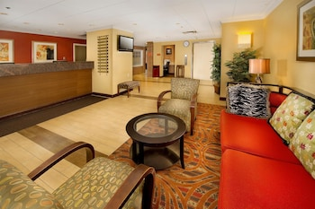 Lobby Sitting Area at American Inn Of Bethesda in Bethesda