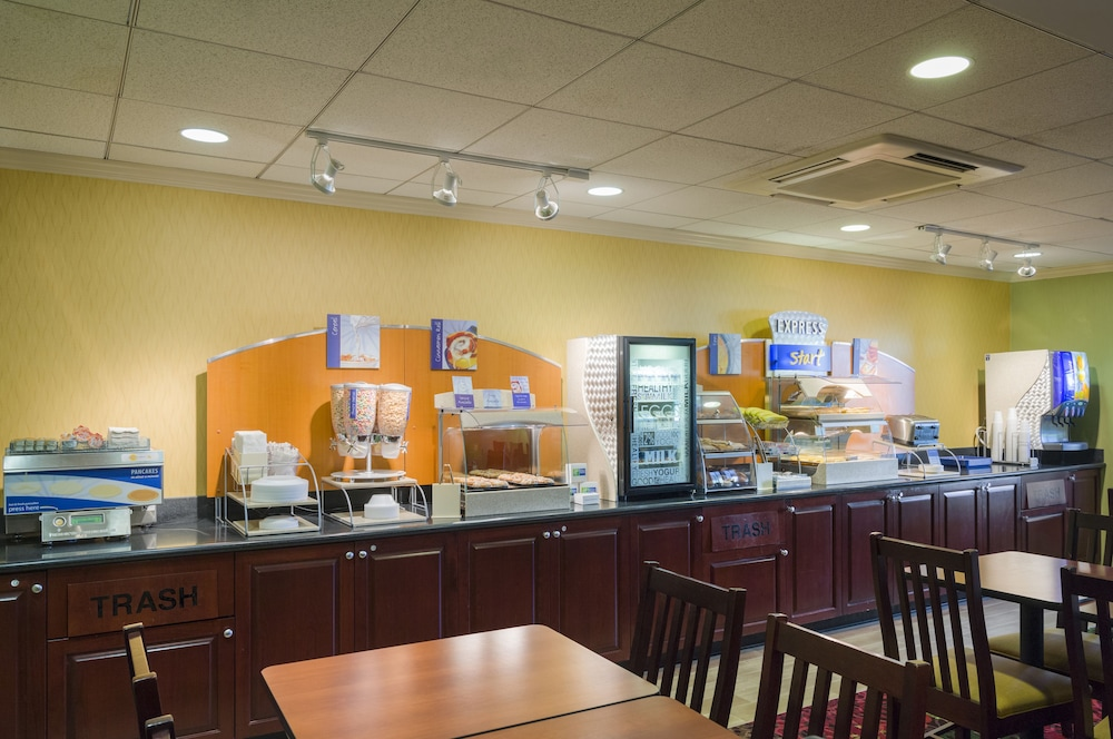 홀리데이 인 익스프레스 프레이저 - 멜번(Holiday Inn Express Frazer - Malvern) Hotel Thumbnail Image 19 - Breakfast Area