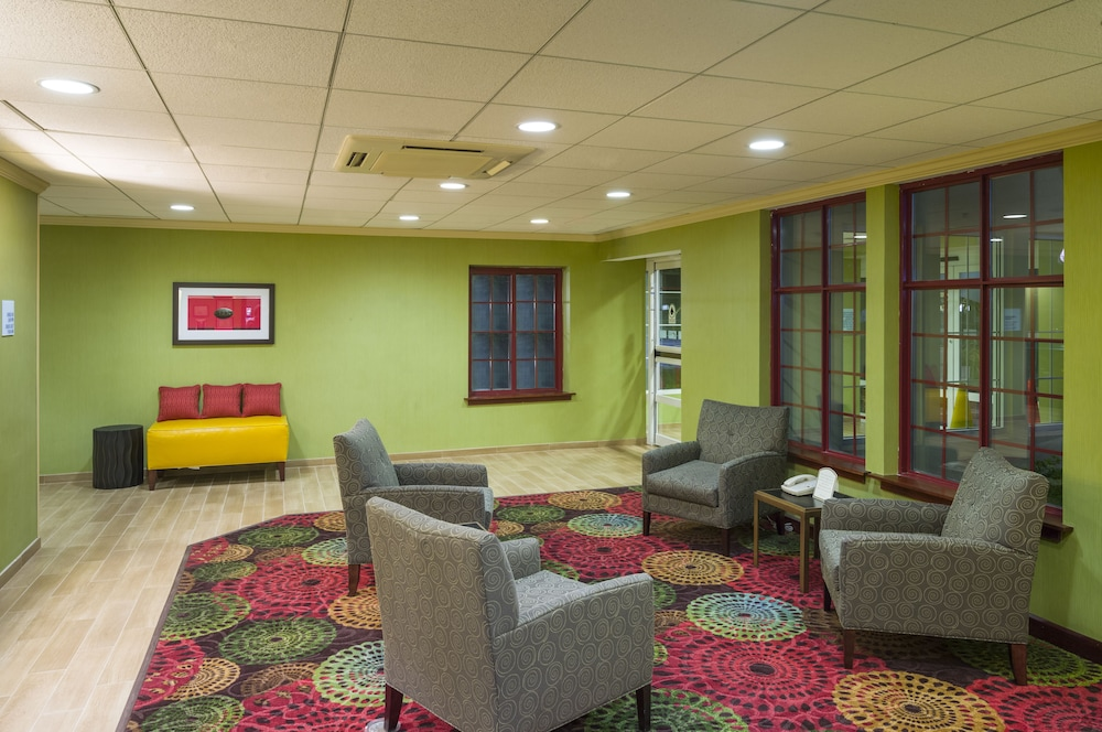 홀리데이 인 익스프레스 프레이저 - 멜번(Holiday Inn Express Frazer - Malvern) Hotel Image 1 - Lobby Sitting Area
