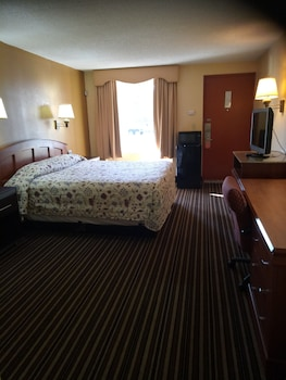Guestroom at Rodeway Inn Mount Laurel in Mount Laurel