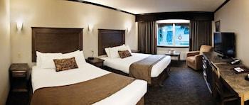 Standard Room, 2 Queen Beds, Pool View (Internal View, Windows Cannot Open)