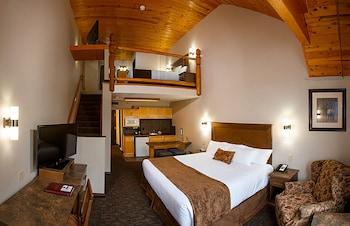 Suite, Multiple Beds, Kitchenette