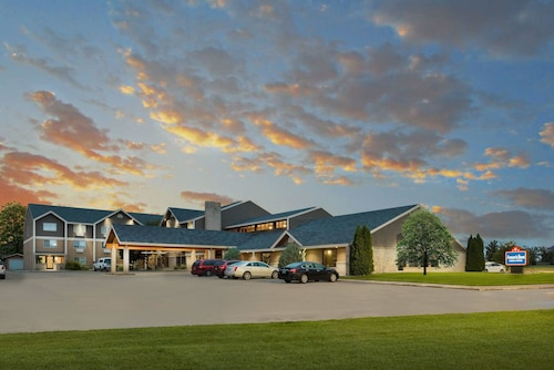. AmericInn by Wyndham Valley City - Conference Center