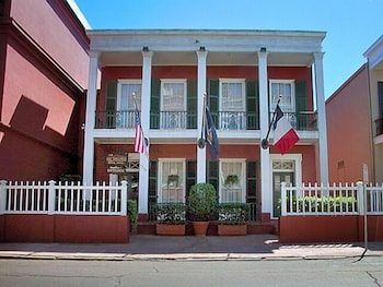 Hotel - Le Richelieu in the French Quarter