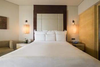 Room, 1 King Bed, Non Smoking, Partial Sea View