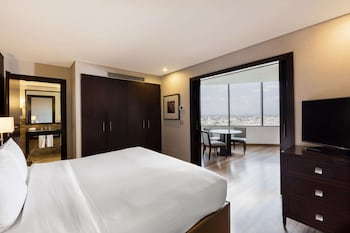 Suite, 1 King Bed, Business Lounge Access (Master Suite)