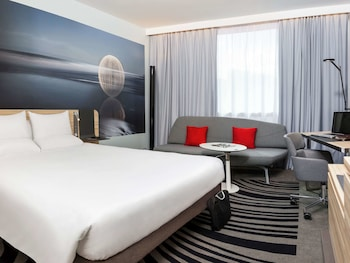 Executive Room, 1 Queen Bed with Sofa bed