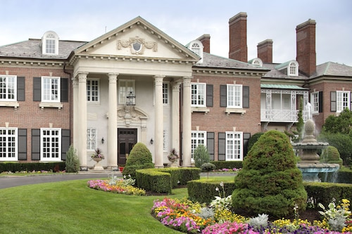 . The Mansion at Glen Cove