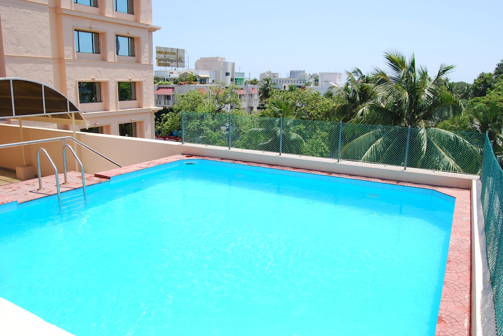 Pools & Facilities