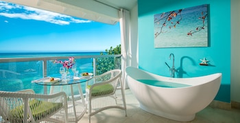 Club Penthouse, 1 Bedroom, Ocean View (Oceanfront Penthouse with Balcony)