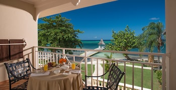 Club Suite, 1 Bedroom, Ocean View (Beachfront Honeymoon Club Level)