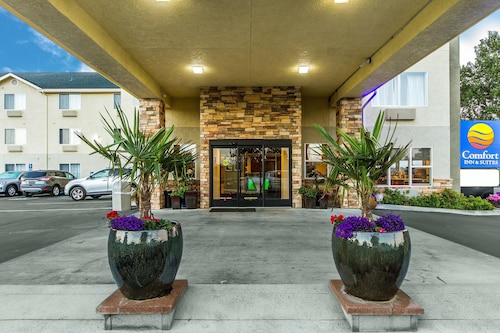 __{offers.Best_flights}__ Comfort Inn & Suites Redwood Country