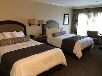 Lodge Standard 2 Queen Room, Golf View