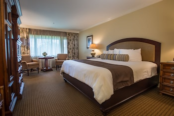 Lodge Standard 2 Queens Room Golf View