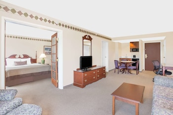 Superior Suite, 1 King Bed, Non Smoking (One-Bedroom)
