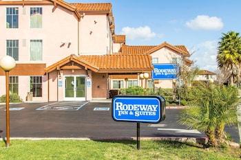 Hotel - Rodeway Inn & Suites