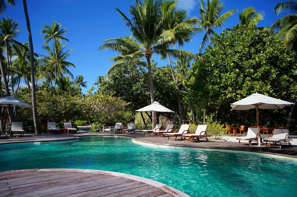 https://i.travelapi.com/hotels/1000000/870000/867200/867189/ac127f87_z.jpg