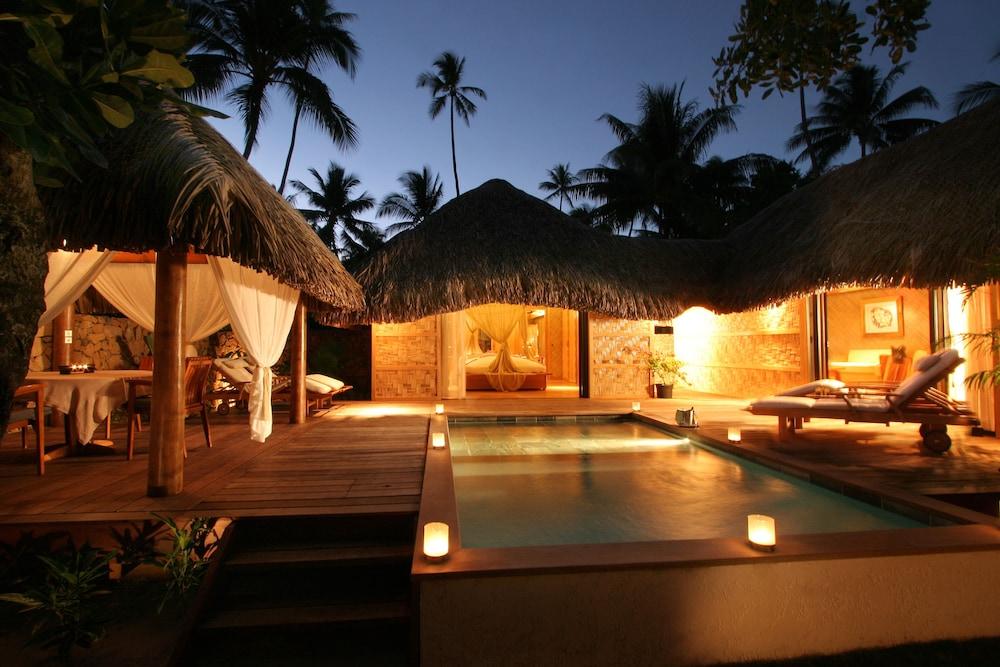 https://i.travelapi.com/hotels/1000000/870000/867200/867189/cc314bf9_z.jpg