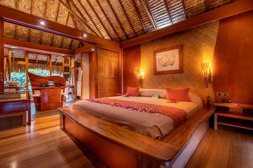 https://i.travelapi.com/hotels/1000000/870000/867200/867189/d9d69e5a_z.jpg