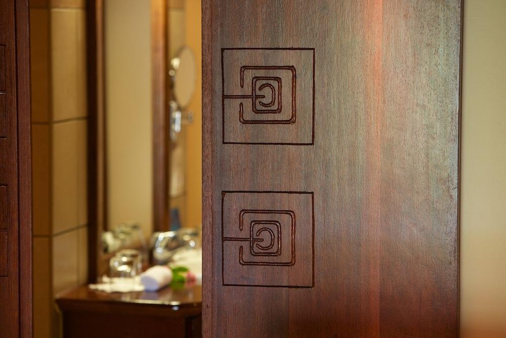 https://i.travelapi.com/hotels/1000000/870000/867200/867190/87bbdc34_z.jpg