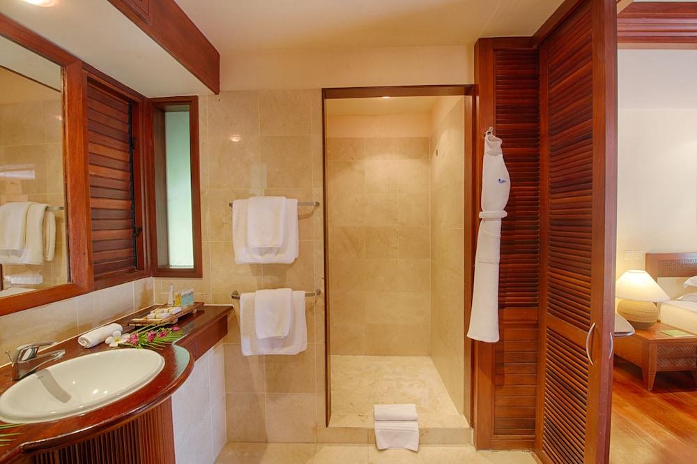 https://i.travelapi.com/hotels/1000000/870000/867200/867190/ac68931b_z.jpg