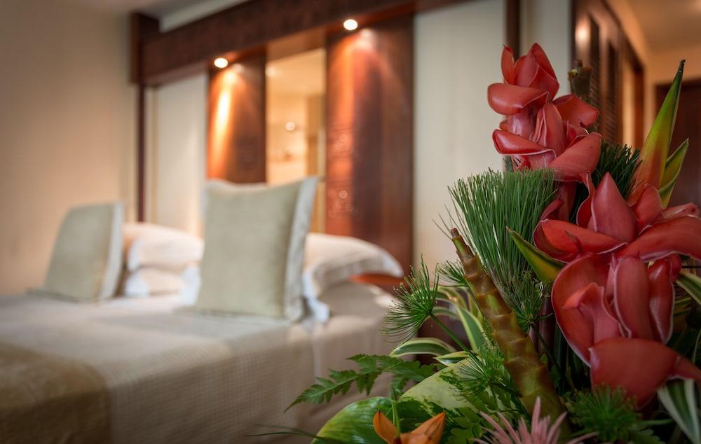 https://i.travelapi.com/hotels/1000000/870000/867200/867190/f42758db_z.jpg