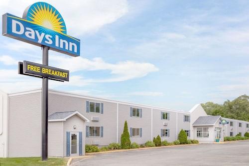 . Days Inn by Wyndham Cedar Falls- University Plaza