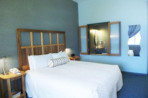Dimond Center Hotel, Anchorage