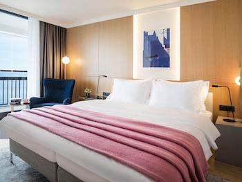 Deluxe Tek Büyük Yataklı Oda, Balkon, Deniz Manzaralı