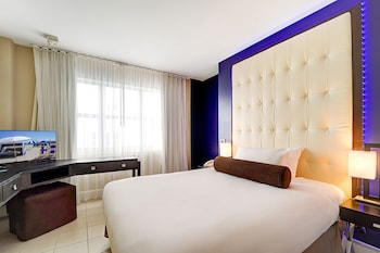 Suite, Multiple Beds, Accessible (Roll-In Shower)
