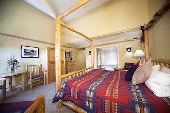Suite, 1 King Bed (Brewster)