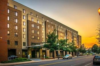 Lafayette Park Hotel and Suites, Trenton/Princeton, NJ