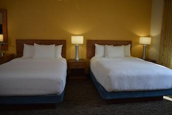 Queen Studio with 2 Beds