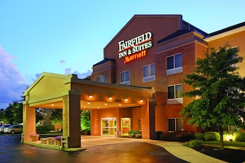 Fairfield Inn & Suites by Marriott Akron-South - Hotel Front - Evening/Night  - #0
