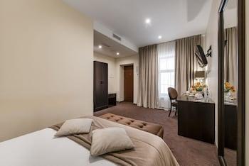 Standard Single Room (Atrium View)