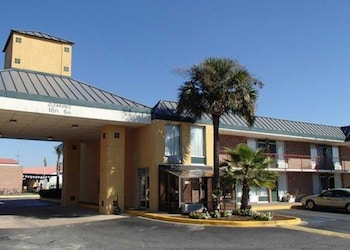 Suburban Extended Stay Hotel North Charleston I-526