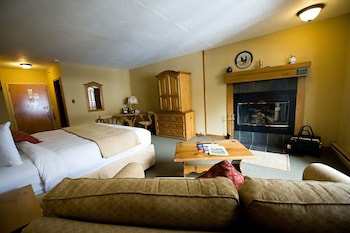 Standard Room, 1 King Bed with Sofa bed, Fireplace (Alpine Room)