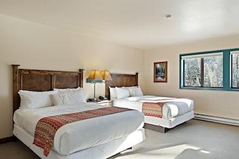 Standard Room, 2 Queen Beds, Mountain View