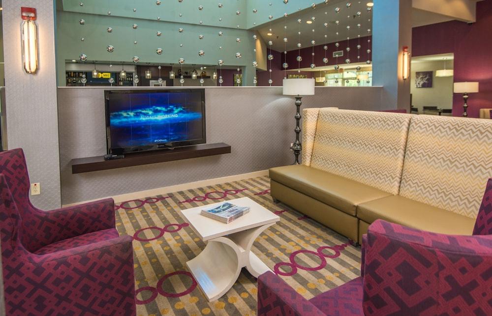 https://i.travelapi.com/hotels/1000000/880000/871300/871240/61b95429_z.jpg