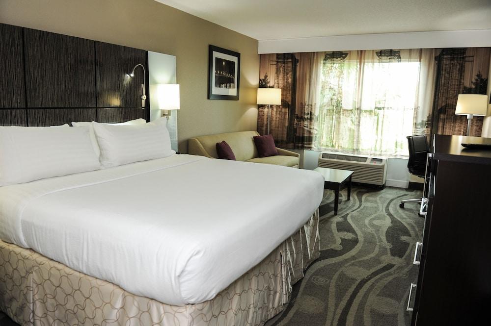 https://i.travelapi.com/hotels/1000000/880000/871300/871240/9b50bfd2_z.jpg