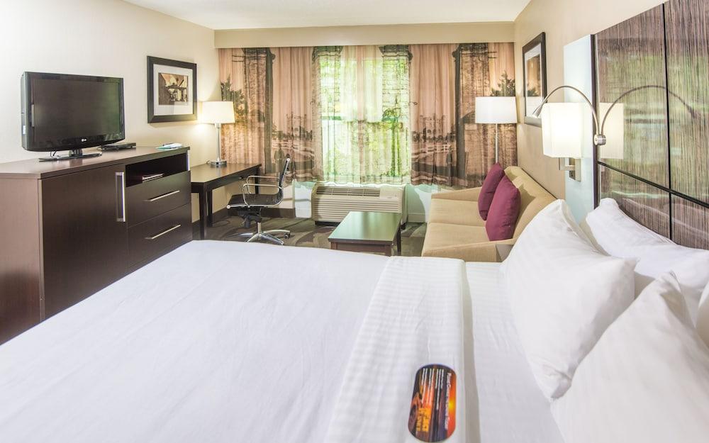 https://i.travelapi.com/hotels/1000000/880000/871300/871240/a12d783a_z.jpg